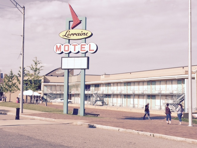 Lorainne Motel