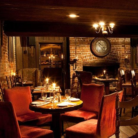 Olde Pink House bar